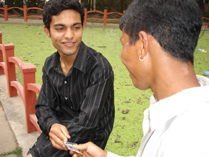 [Nepal] Kumar Chhetri, 23, an outreach educator for Nepal's Blue Diamond Society speaking with a member of the MSM community in Kathmandu's Ratna park. [Date picture taken: 12/04/2007]