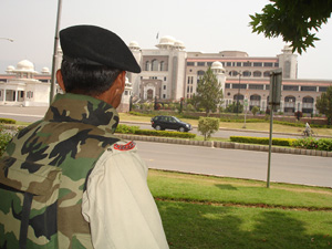 [Paksitan] Security was beefed up in the capital, Islamabad, on Monday in the wake of political violence in Karachi over the weekend which left over 40 dead and over a hundred injured. [Date picture taken: 15/05/2007]