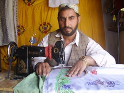 [Pakistan] Like many Afghans living in Pakistan, Mohamad Asif, 34, has no desire to return to his homeland, citing insecurity and unemployment as the primary barriers to his return. [Date picture taken: 06/04/2007]