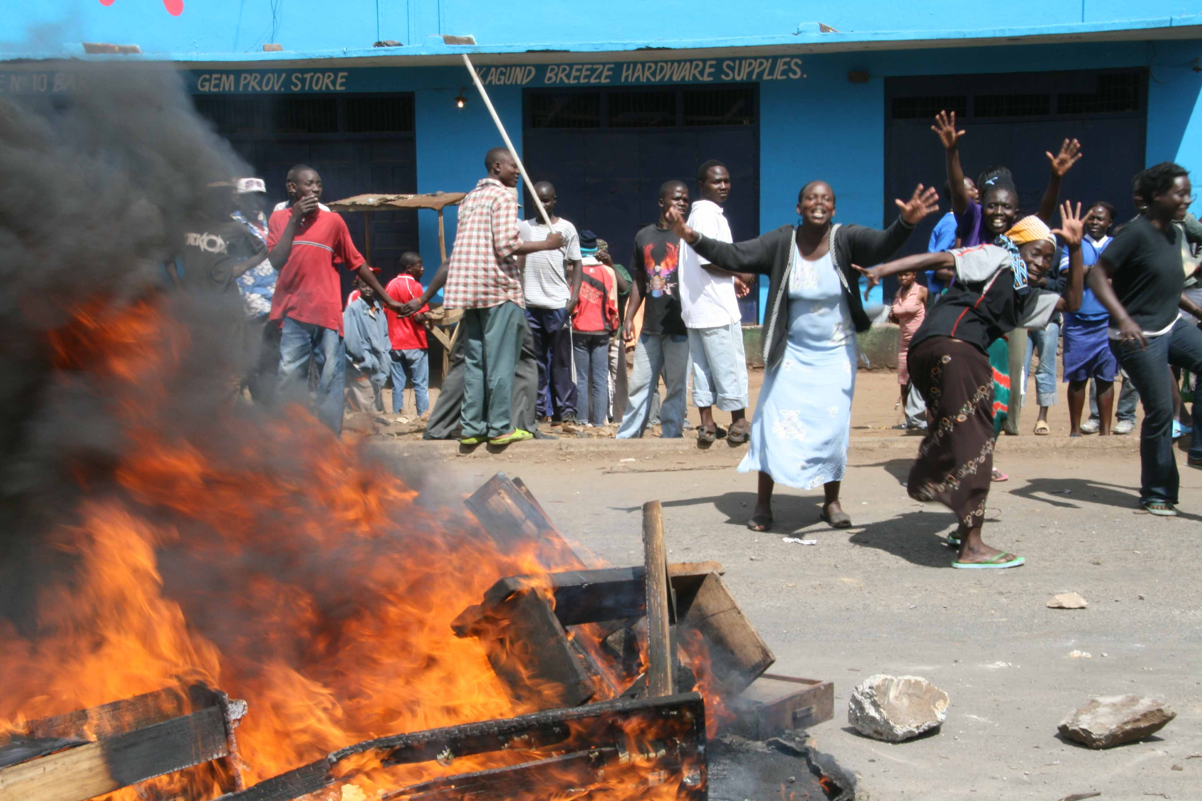 Opposition supporters in Kenya demonstrate against the current Government, Mathare, Kenya. January 2008. Post election violence has erupted in Kenya following the announcement of the poll results by the Electoral Commission naming president Mwai Kibaki as