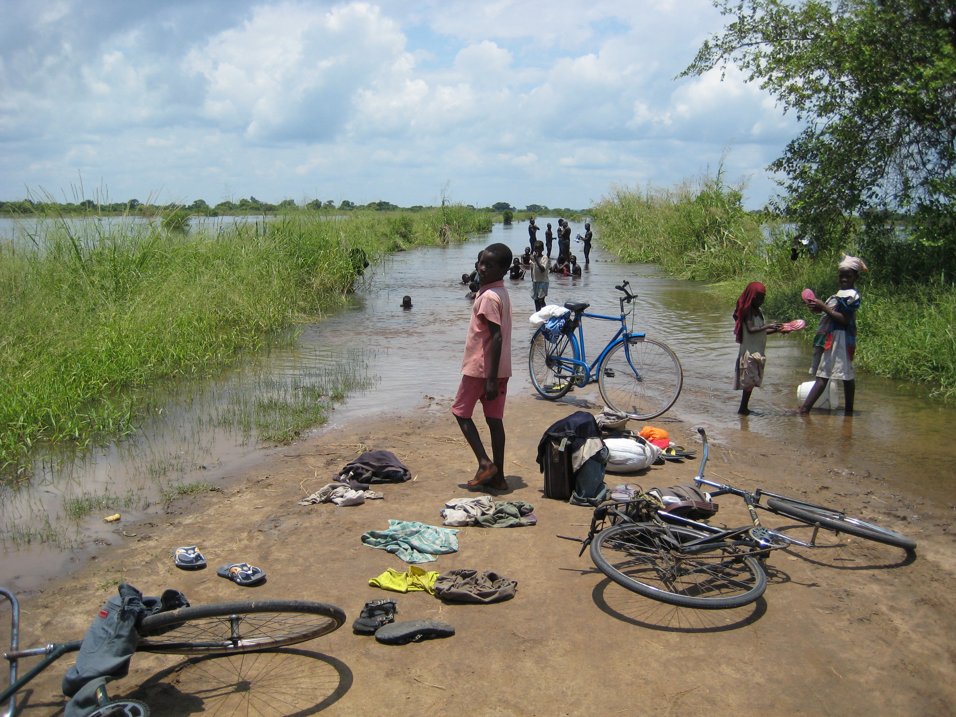 Children bathe at the edge of a flooded road in the town of Mopeia, Zambezia province.