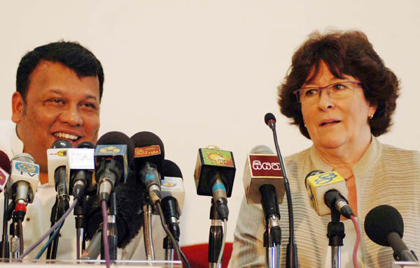 UN High Commissioner for Human Rights Louise Arbour addresses a joint press conference in Colombo with Sri Lankan Minister for Human Rights and Disaster Management Mahinda Samarasinghe on 13 October 2007.