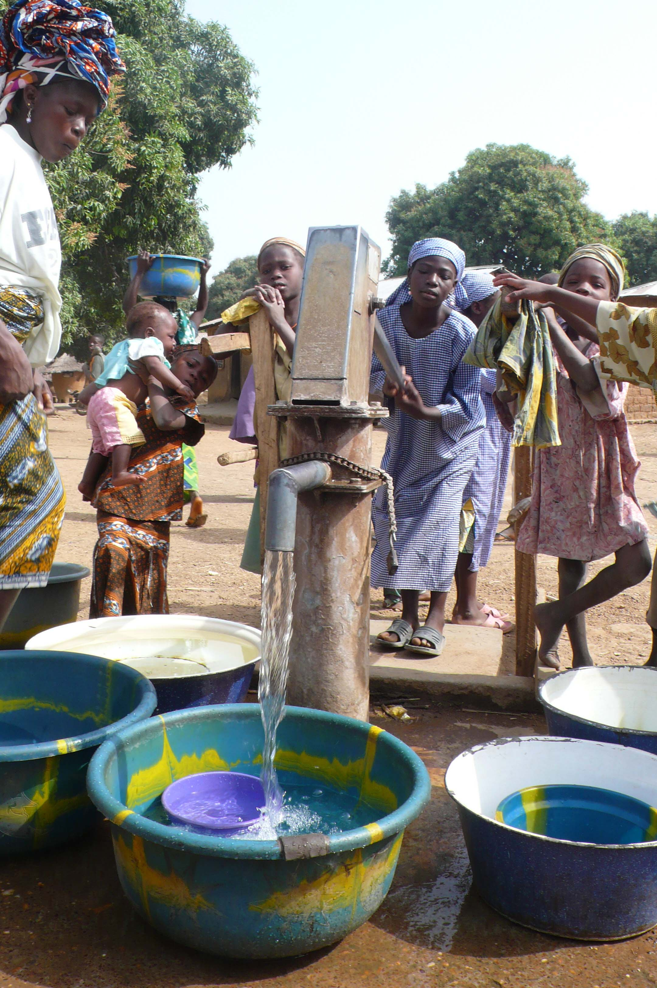 Two wells were bored in 2003 in Lokoto and are now used by all the families to wash, drink and clean.