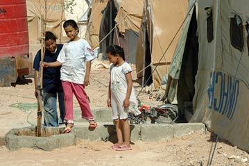 Palestinian children at al-Tanf camp between the Iraqi and Syrian border.