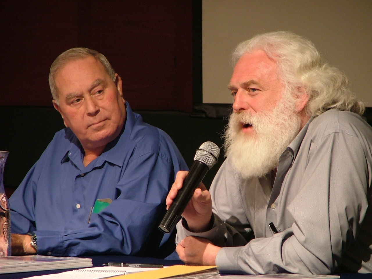 Stephen Lintner from the World Bank and (in blue) an advisor from the Israel water authority, at the public hearing.