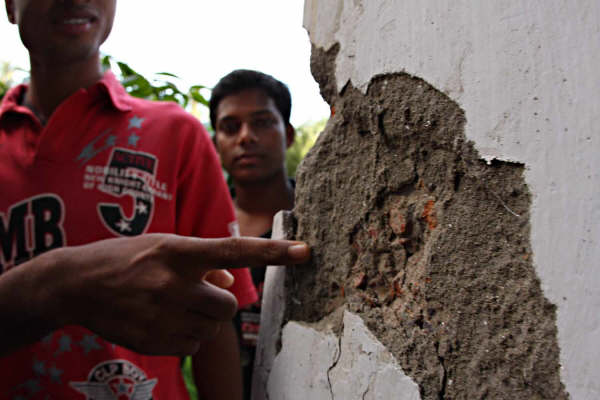 A chunk of  this wall of an old building in Dhaka fell off when a tremor struck the capital midnight of 26 July 2008.