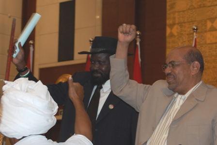 Sudanese President Omar al-Bashir (right) and Vice-president Salva Kiir (left) celebrate the inauguration of the Sudanese People's Initiative for resolving the Darfur problem on 16 October 2008.