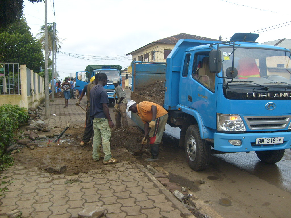 West African day labourers for a Chinese public works company.