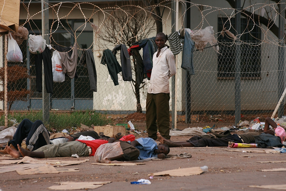 Asylum seekers at the show grounds in Musina, December 2008