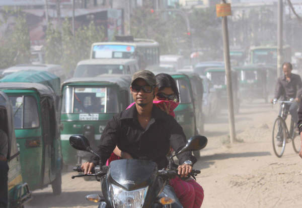 Thousands of people die each year as a result of air polution in the capital Dhaka