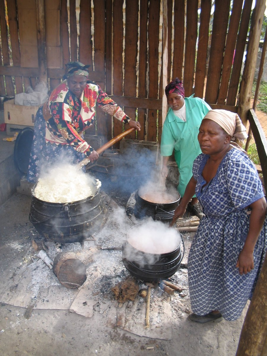 Swazi women preparing food