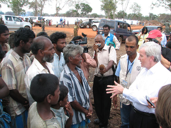 UN Emergency Relief Coordinator John Holmes speaking with recent arrivals from the combat zone. More than 150,000 Tamil civilians crossed into Government-controlled areas between 27 October 2008 and 27 April 2009, OCHA reported