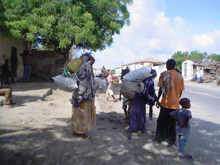 A family fleeing the fighting in Mogadishu