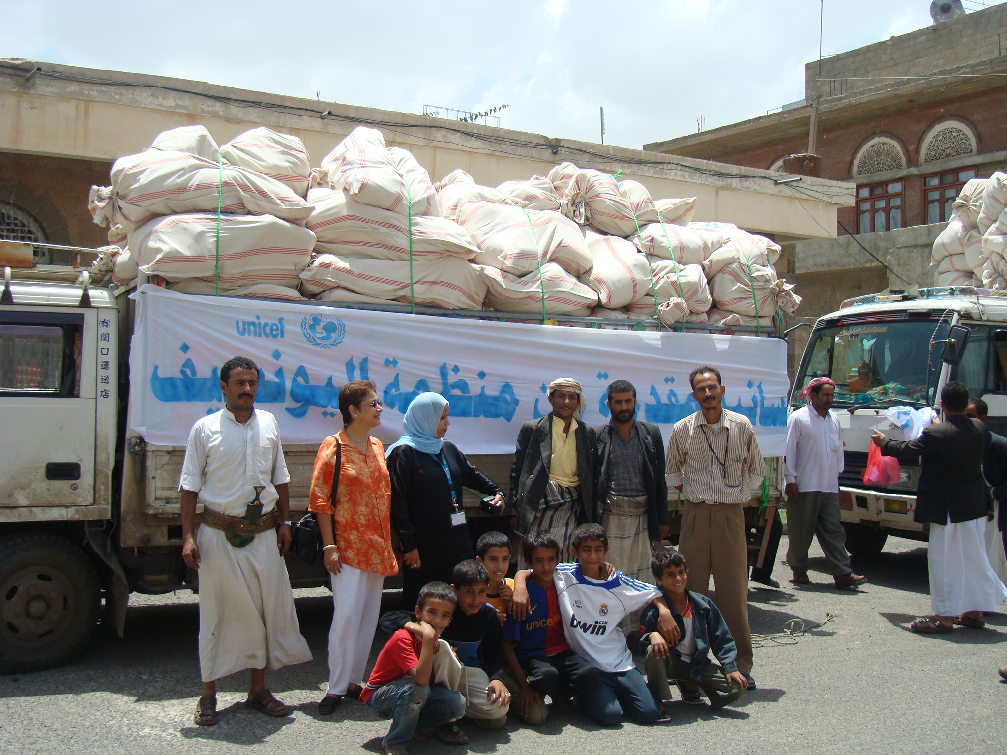 UNICEF trucks essential supplies to IDPs in Haradh camp in Hajja governorate