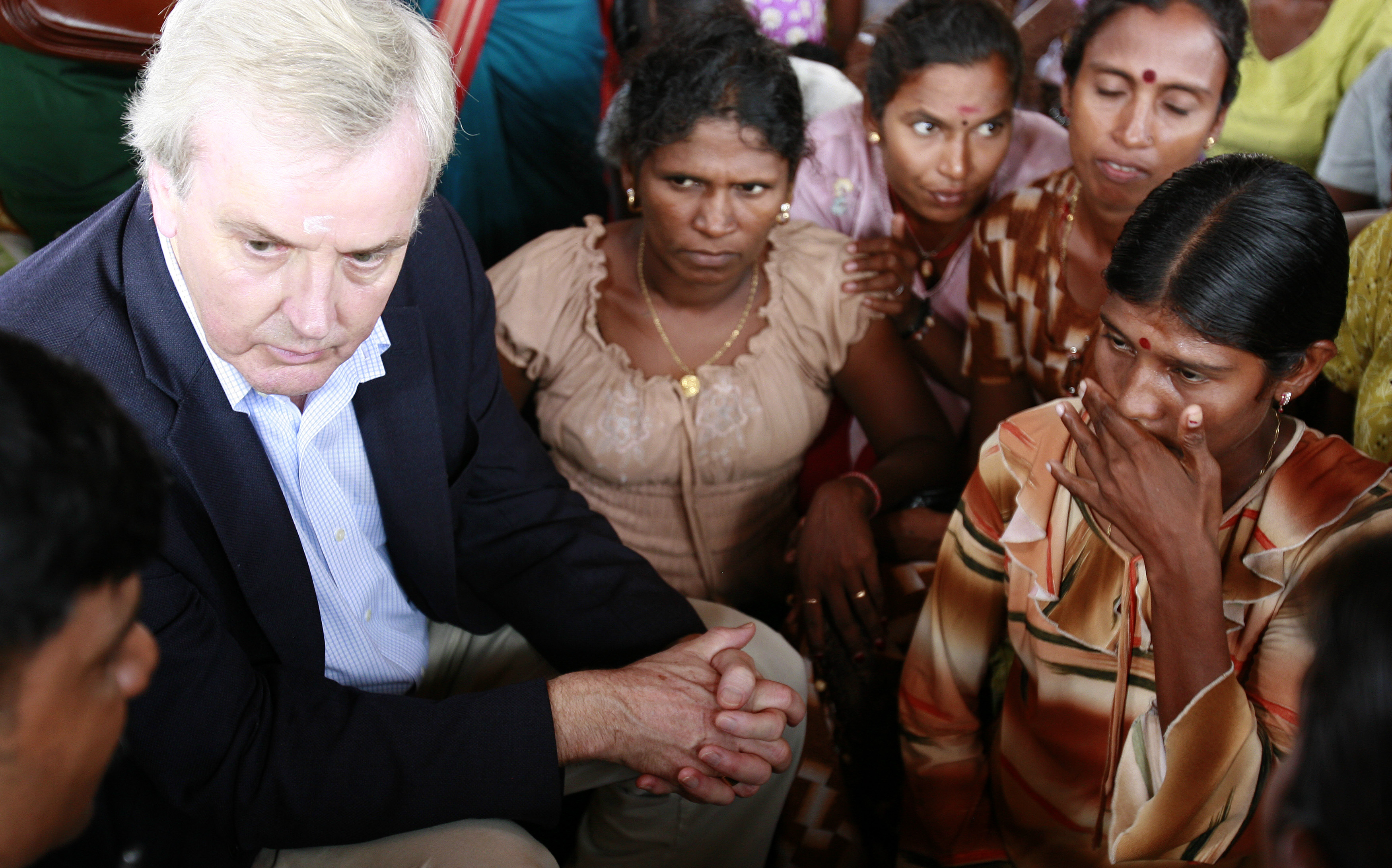 UN Undersecretary-General for Humanitarian Affairs, John Holmes, speaks with some resettled IDPs in northern Sri Lanka, 18 November, 2009