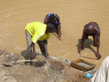 Artisanal diamond miners in Boda, in the western Central African Republic Region of Lobaye