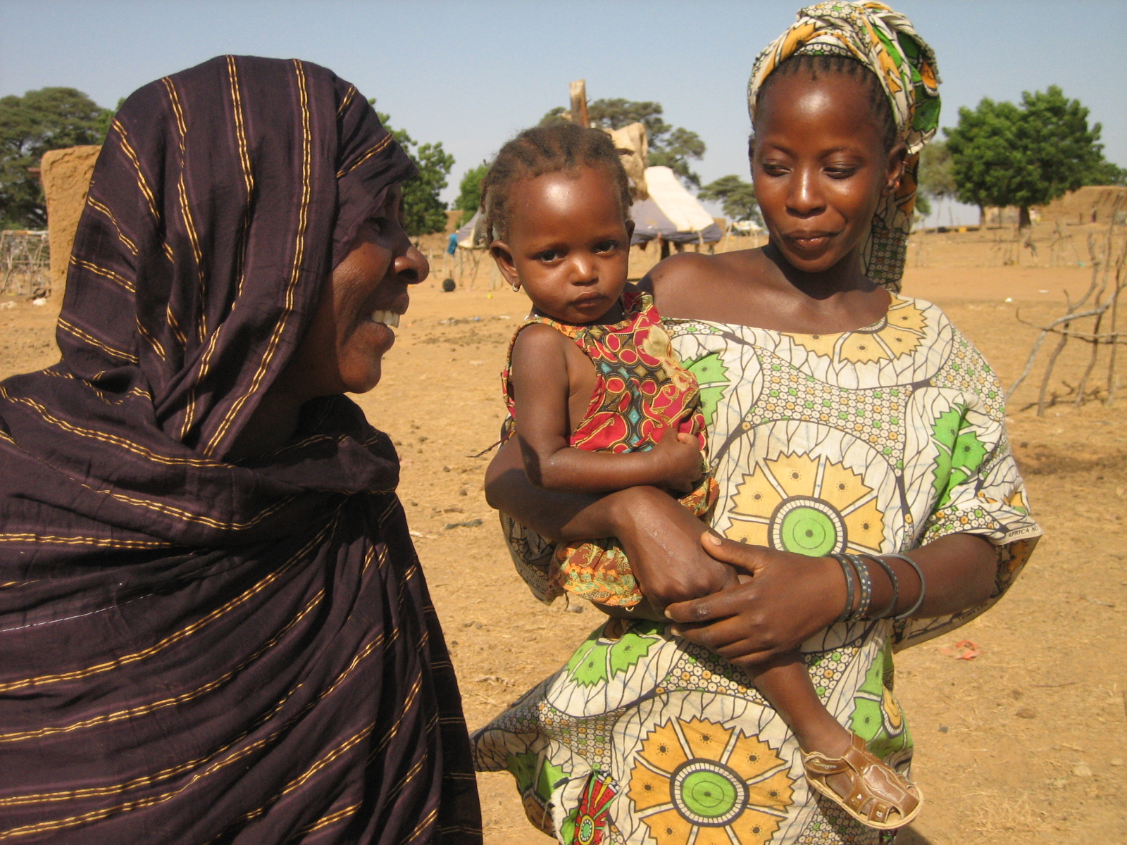 Aminetou Gemoul with her daughter and 18-month grand-daughter. In August, the little girl was tested for severe malnutrition thanks to her grand-mother, and has now almost completely recovered. Nima village, near Kaédi, Southern Mauritania, November 2009