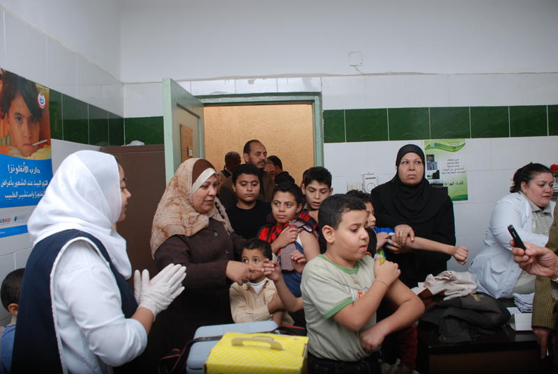 Primary schoolchildren have been given first priority in a new national campaign to inocculate all students against H1N1 flu in Egypt