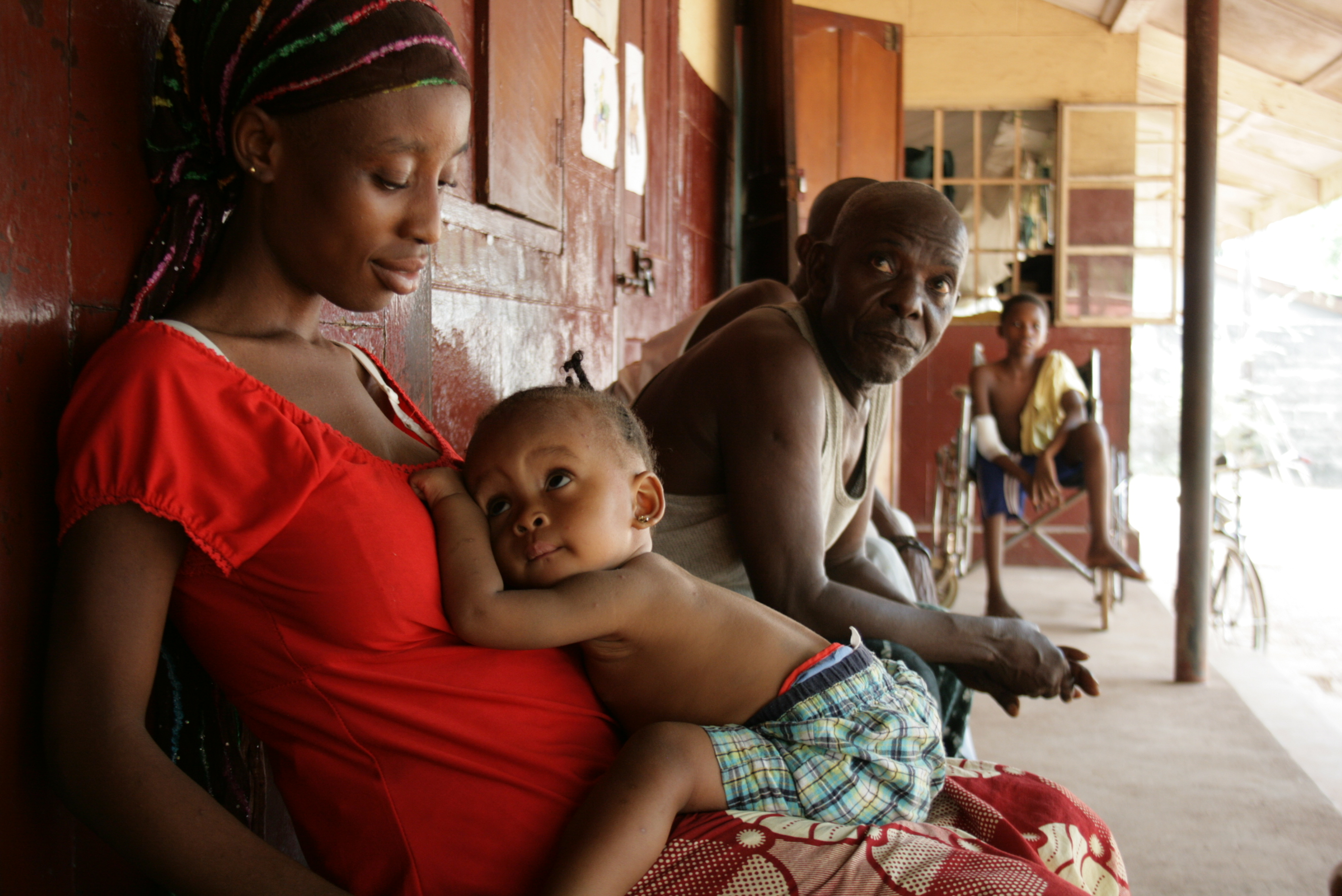 A woman and her child at government hospital in Makeni, Sierra Leone. February 2010