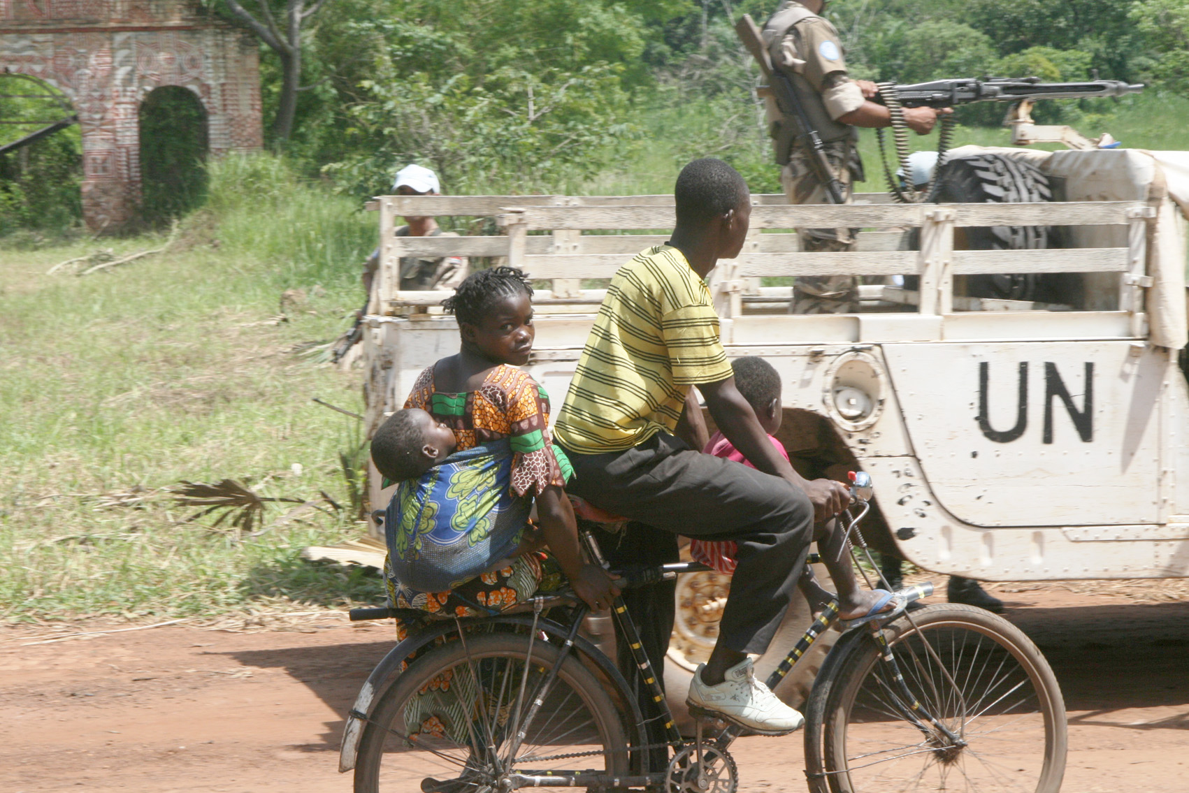 The presence of UN peacekeepers and government troops in the northern DRC town of Niangara has drawn thousands of civilians displaced by Lord's Resistance Army rebels. The LRA killed up to 500 people in northern DRC between January and May 2010 and prompt