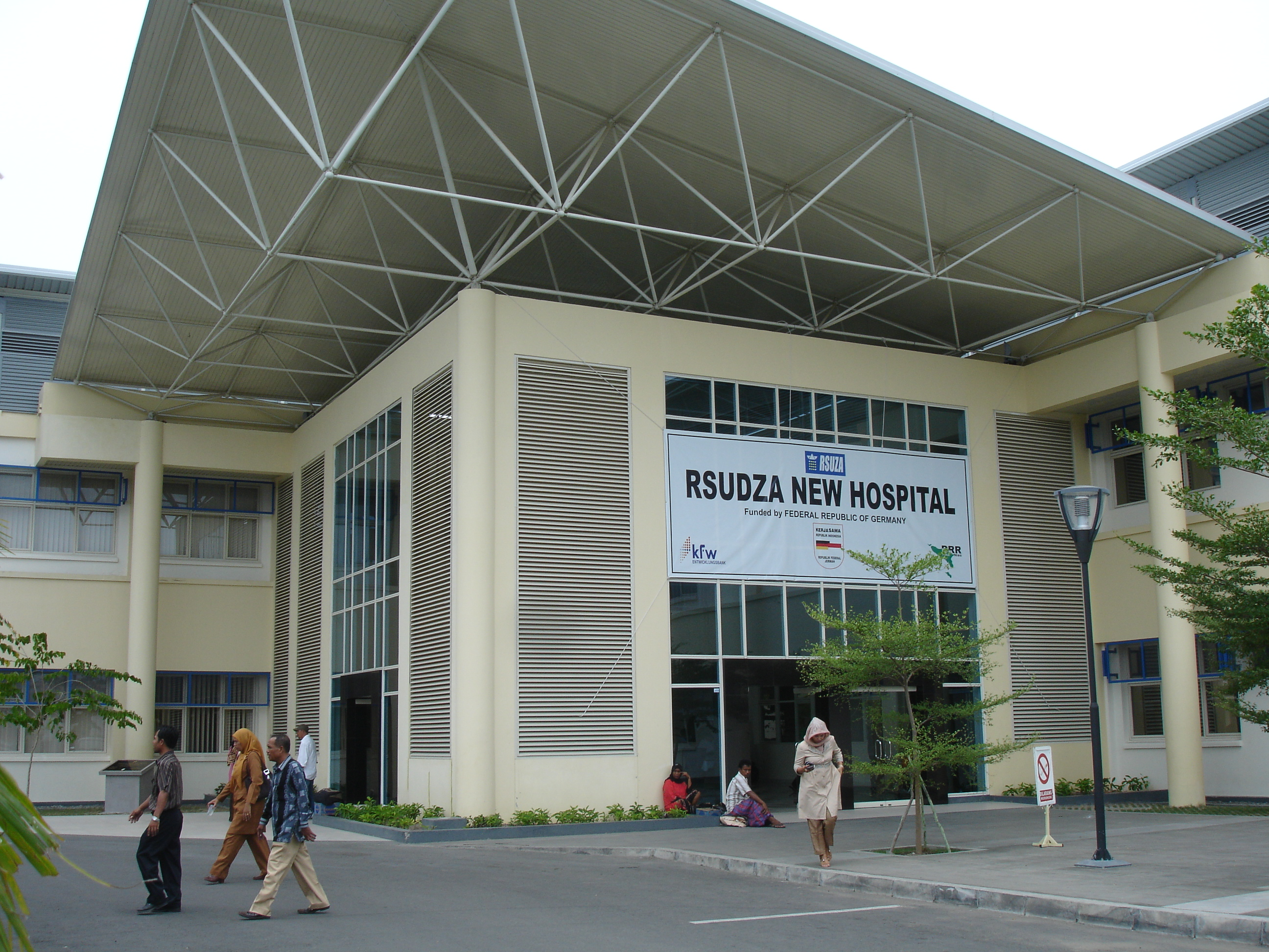 The new Banda Aceh General Hospital has state of the art equipment, but still has to refer patients abroad for specialised care