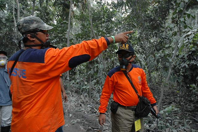 Government search and rescue workers 15km from Mt Merapi