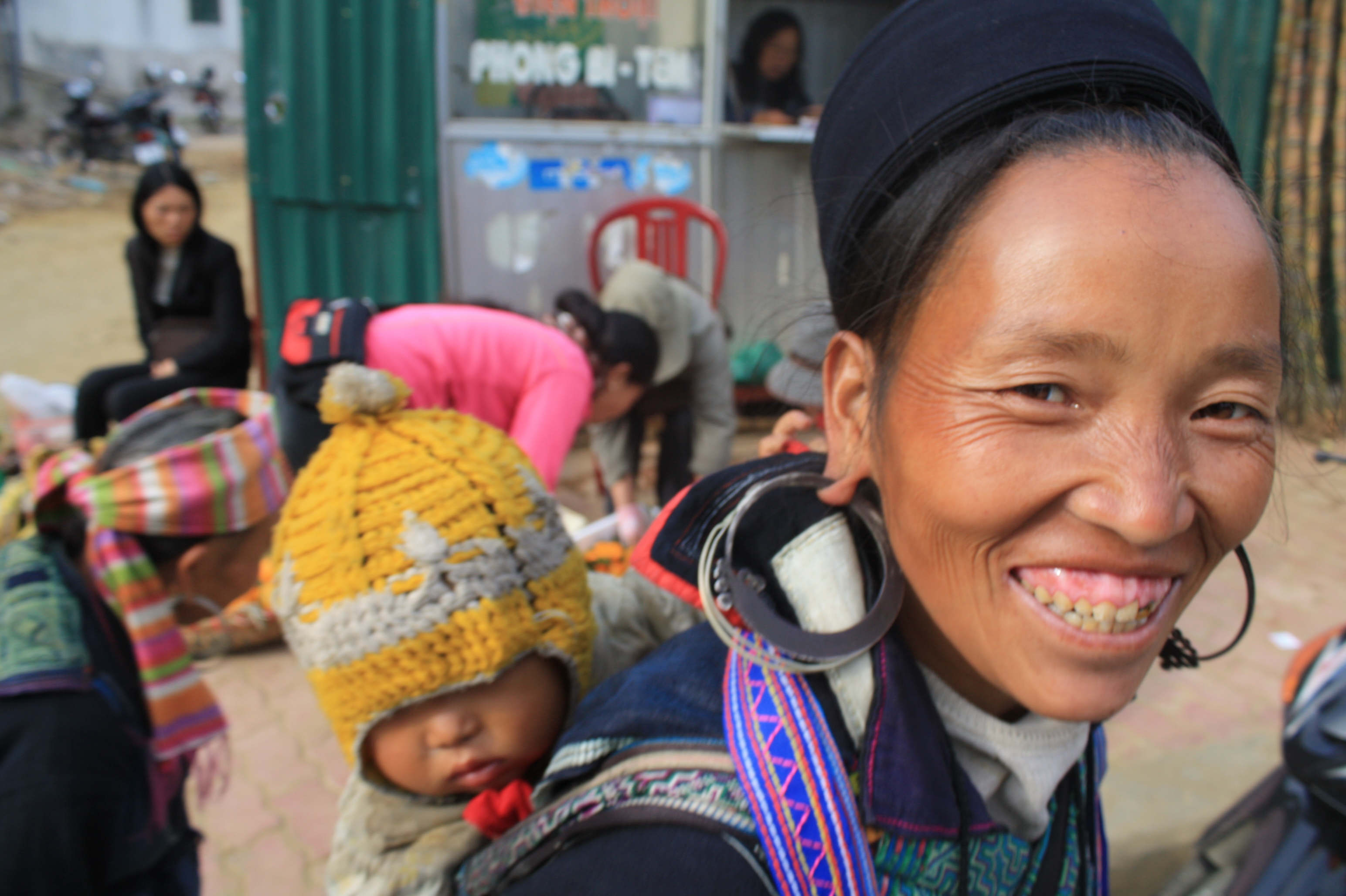 A Black H'mong woman and her child smile to the camera in Sapa, northwestern Vietnam. The French called these ethnic minorities Montagnards ('highlanders' or 'mountain people')