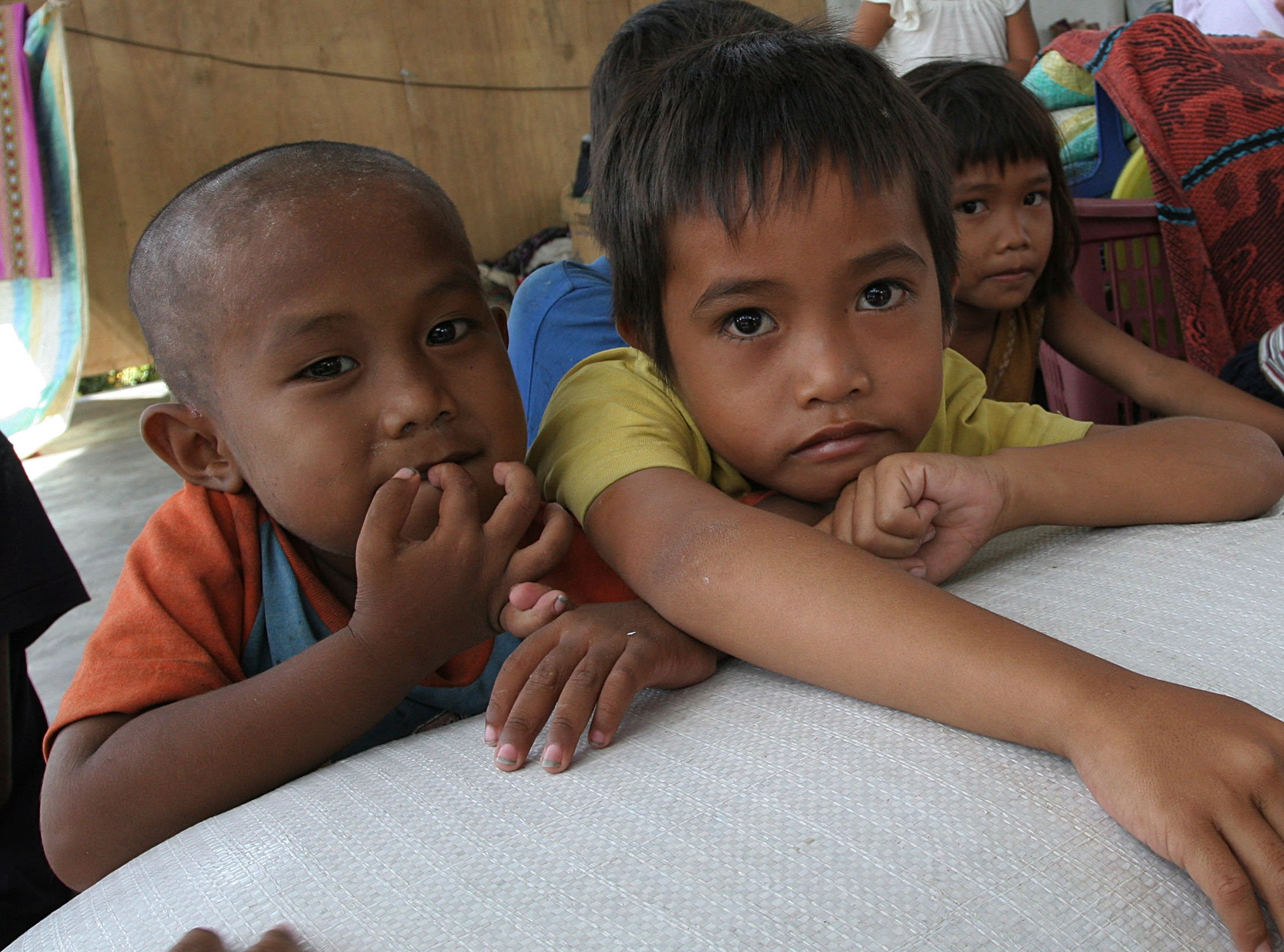 Datu Piang, Maguindanao - Children at an IDP camp in the southern Philippine province of Datu Piang wait for their parents lining up for food aid in this picture taken shortly after the MILF launched large scale attacks in August of 2008, leaving tens of