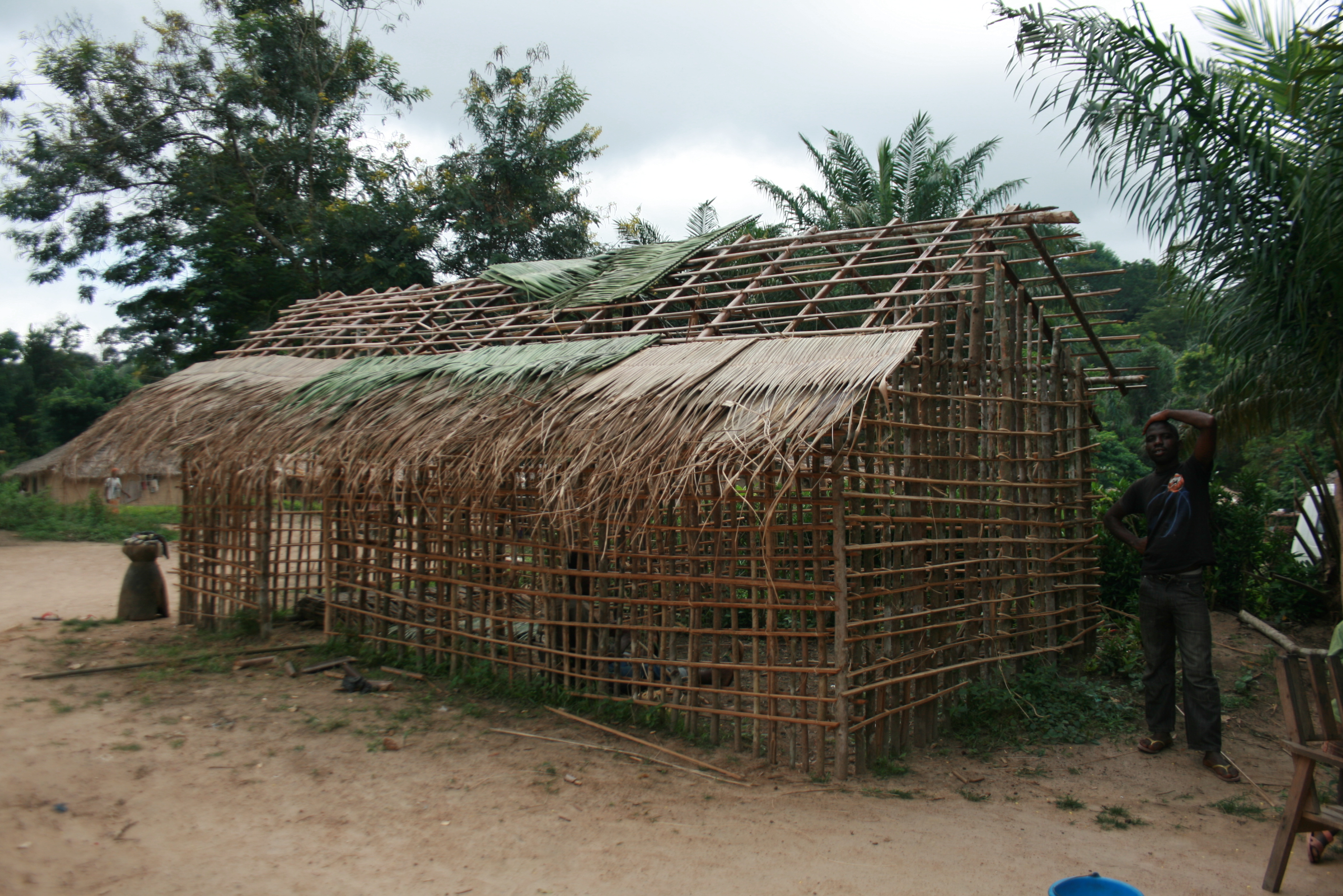 Ivoirian refugees are building houses all over Janzon Axis in Grand Gedeh, Liberia, 25km from the Ivoirian border, and 25km from Zwedru