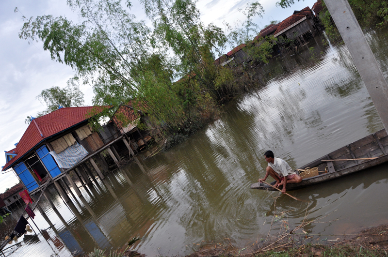 More than 1 million people were affected and at least 247 lost their lives due to weeks of heavy flooding in October 2011. In Cambodia, Mekong River water levels continue to rise, resulting in difficulties to gain access to the affected communities in the