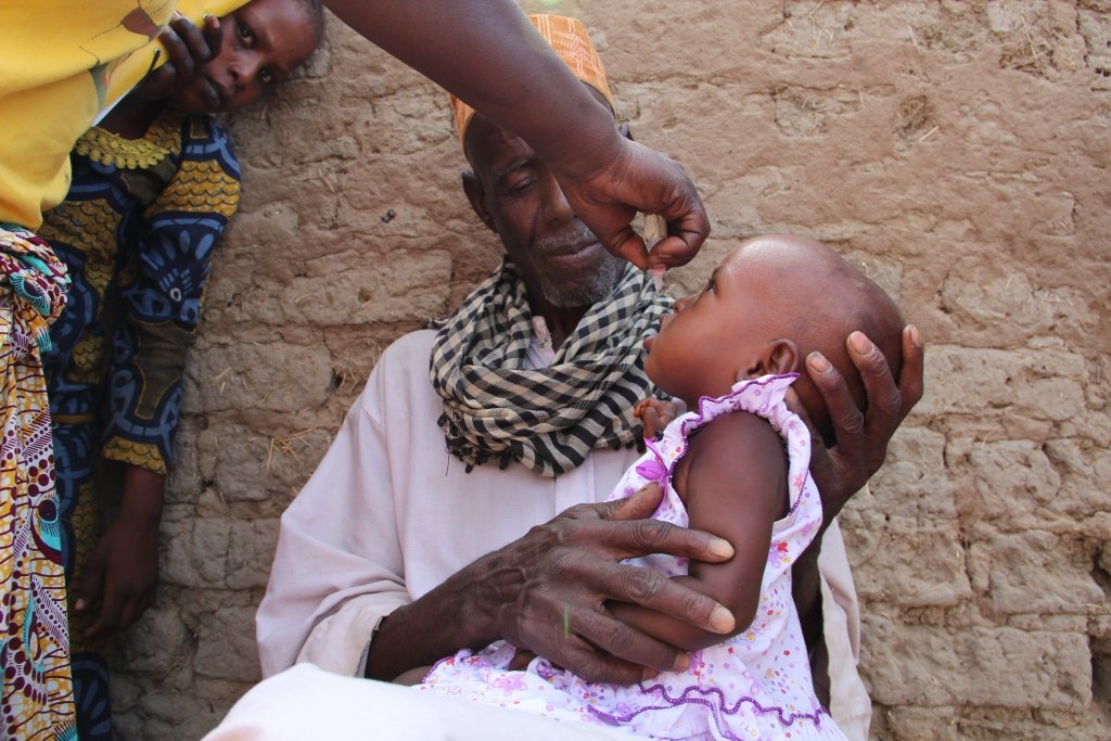 Polio vaccination in Chad supported by UNICEF