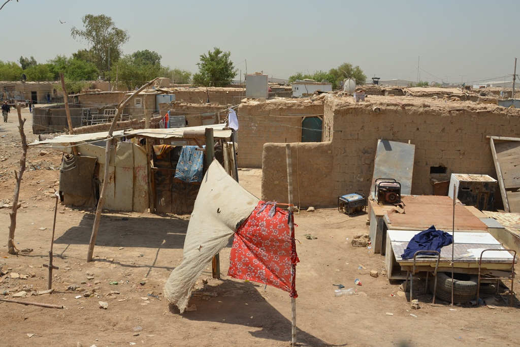 Al-Rustumiya settlement in Baghdad is home to more than 100 IDP families displaced during Iraq's civil war in 2006-7. Unable or unwilling to return to their areas of origin, they are illegally squatting on government land and at risk of eviction. This set