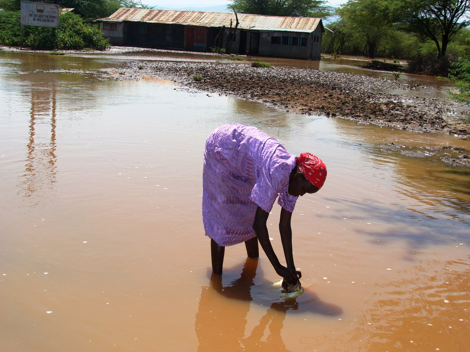 Thousands of people have been displaced in parts of Kenya's Rift Valley Province as floodwaters continue to submerge houses and schools and destroy crops. The floods have contaminated water sources