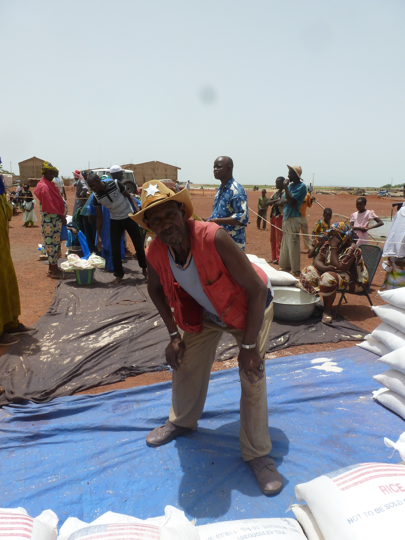 WFP delivers food aid to northern Malians who have fled south to the environs of Mopti, just south of the area held by Islamists. Much of the food aid is delivered by motorised pirogue