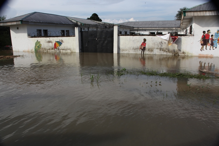 Agua Memorial nursery school I Sagbama Town in Bayelsa State has been flooded since September 2012. Most schools in the area are currently closed. The National Emergency Management Agency, NEMA, estimates 1.3 million Nigerians were displaced by floods thi