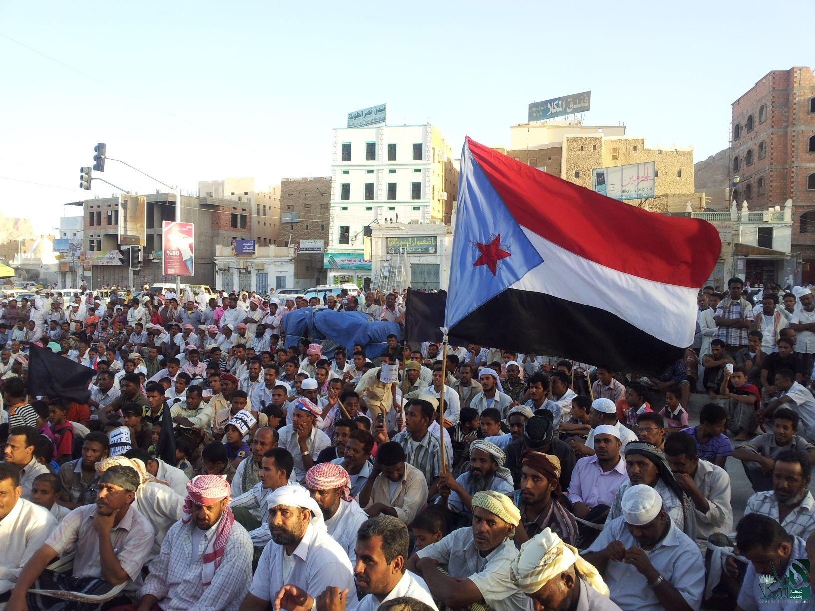 Members of the southern movement (Hirak) raise the separatist flag of South Yemen