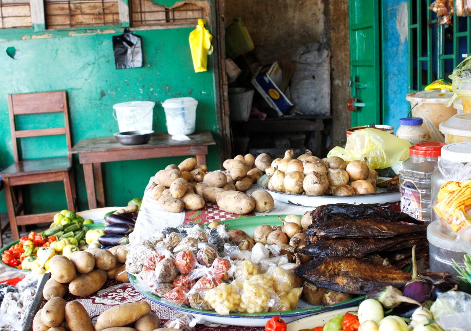 Food items at a shop in the Nassouroulaye I neighbourhood of Conakry, Guinea. Sept 2012