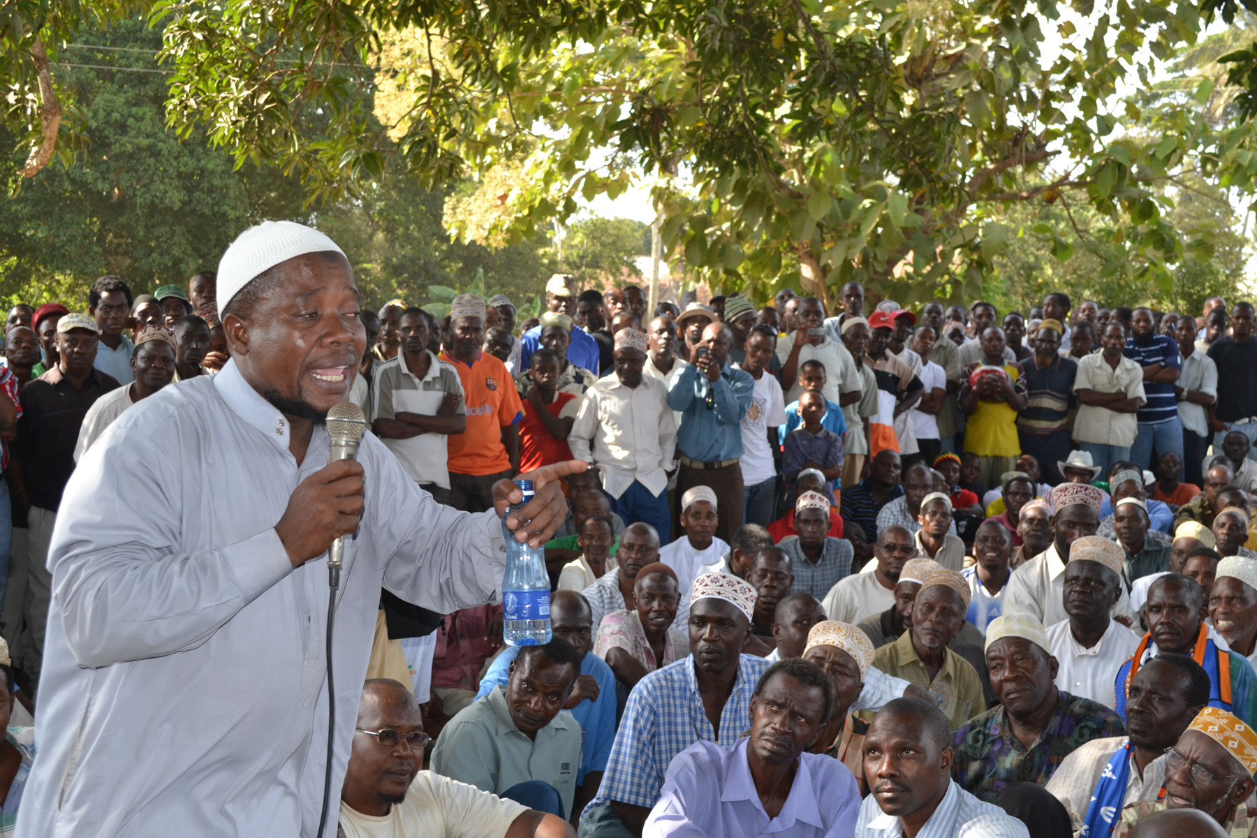 Mombasa Republican Council Spokesperson Rashid Mraja addresses members of the group
