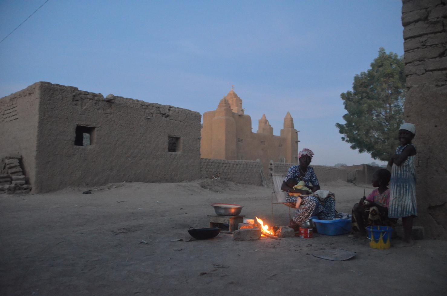 Life in Diabaly, in Segou region, central Mali is gradually returning to normal following fighting between Islamist groups and French troops. (Jan 2013)