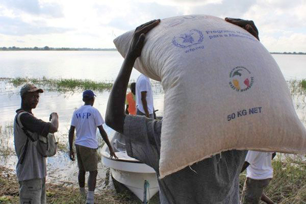 Boats deliver food to Mozambique flood victims