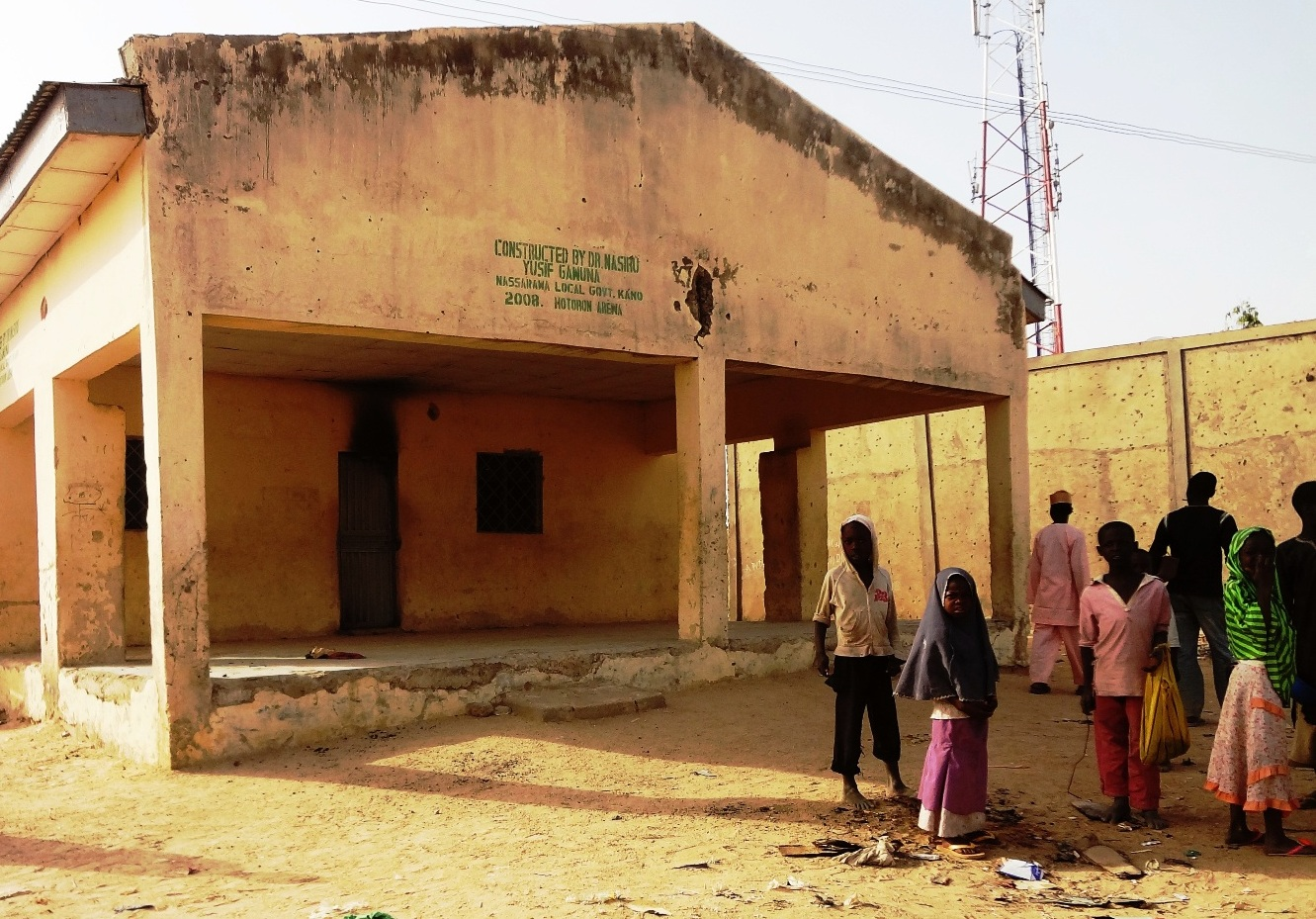 Children loiter outside the Haye clinic in Kano where seven polio vaccinators were killed on February 8, 2013