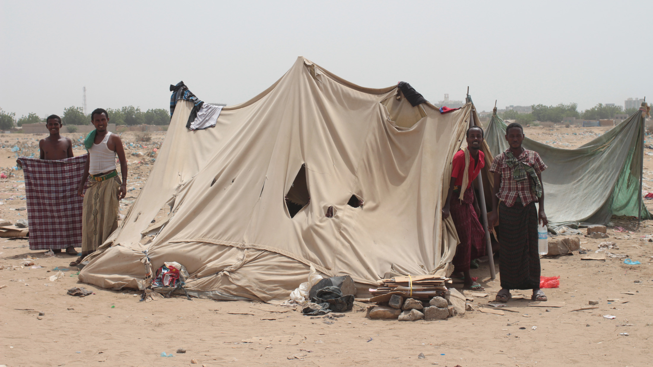 Displaced Yemenis who fled the fighting between Houthi rebels and the government (Mazraq camp, near Haradh)