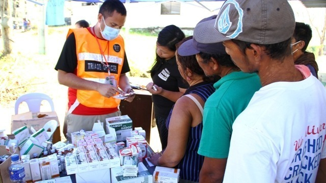 Local medical aid workers in Tacloban were overwhelmed with patients seeking medical attention in the aftermath of Typhoon Haiyan, which struck the central Philippines on 8 November