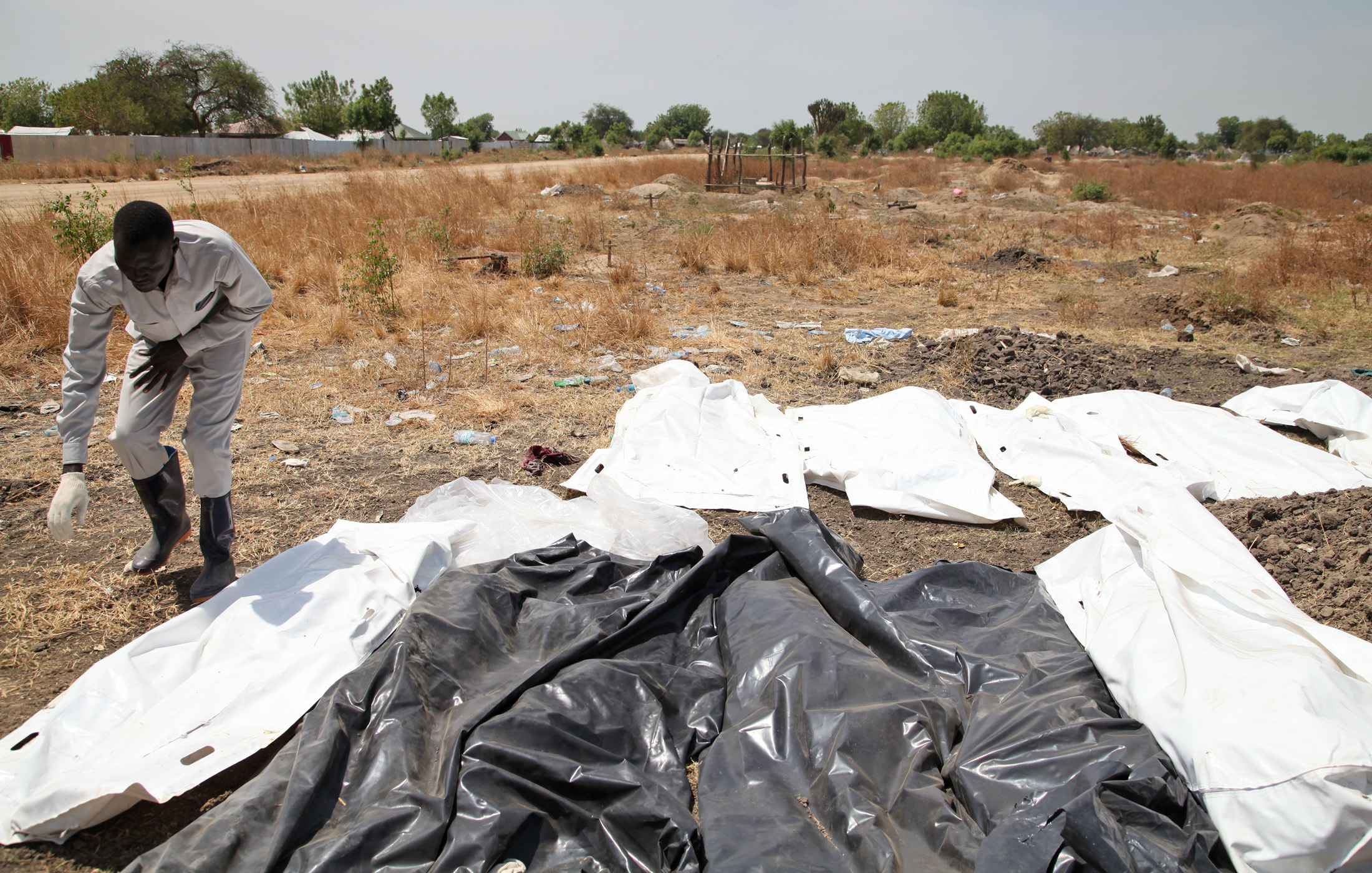 A volunteer in the South Sudanese town of Bor arranges corpses, victims of repeated clashes between government forces and rebels
