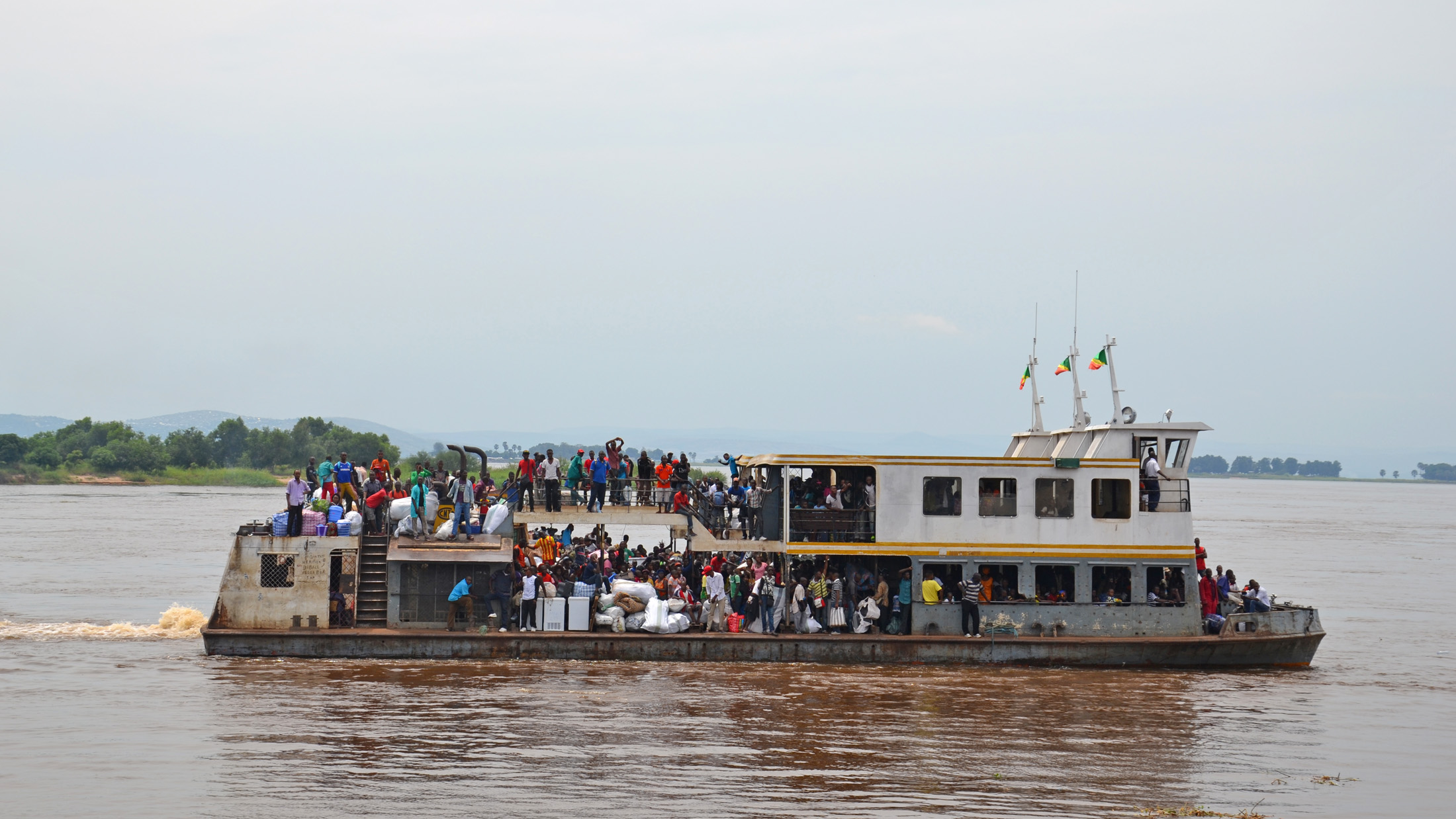 A Congo-Brazzaville boat bringing back Congolese who were deported or had fled for fear of violent deportation