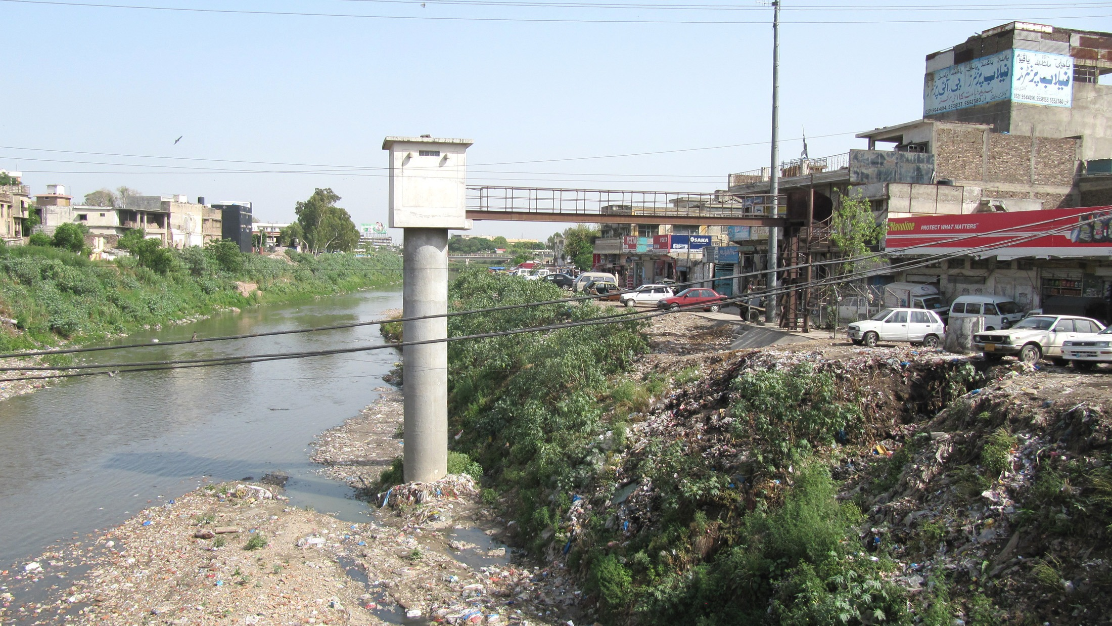 A water level gauge in the Gawalmandi neighborhood, Rawalpindi, along the Lai Nullah