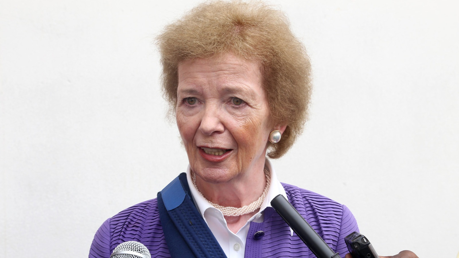 Mary Robinson, the Special Envoy of the UN Secretary general for the Great Lakes region arrived today May 10 in Bangui for a one day visit in Central African Republic.