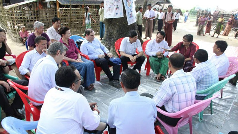 UN officials meet with ethnic Rakhine elders.