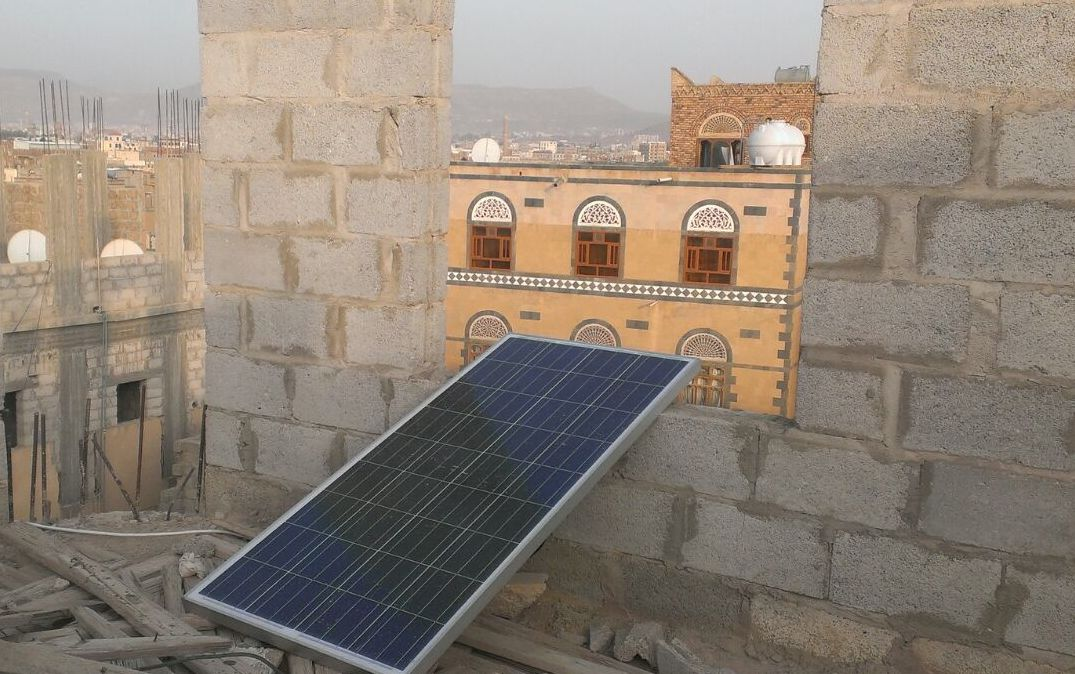In the Yemeni capital Sana'a, four months into a Saudi-Arabian led bombing campaign, residents are increasingly turning to solar power to power their houses