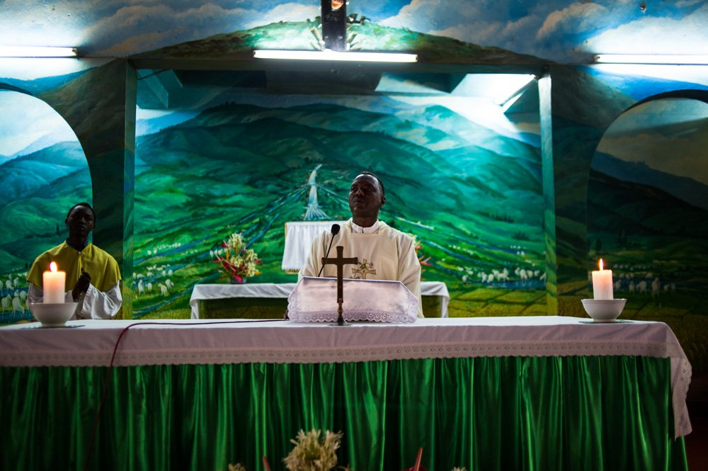 A priest delivers a sermon during a mass to commemorate people killed during protests at a Catholic church in the opposition neighbourhood of Musaga in Bujumbura, Burundi, on June 26, 2015. Over 100 people have been killed since the protests began and the